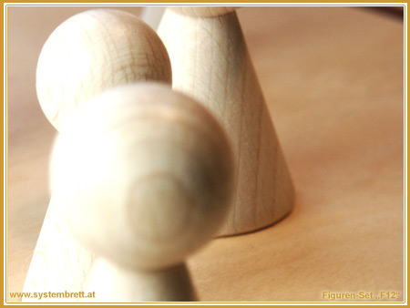 "www.systembrett.at · Systembrett-Shop · 15-teiliges, naturfarbenes Holzfiguren-Set ""F12"""